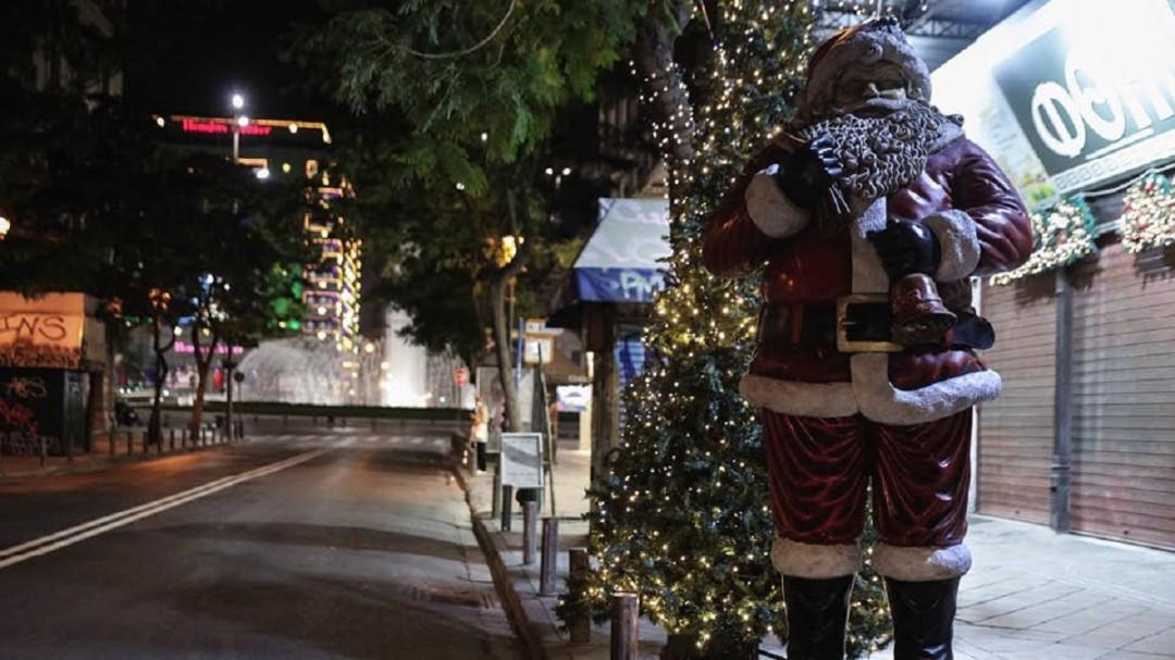 Κορωνοϊός: Χριστούγεννα και Πρωτοχρονιά το πολύ με μία ακόμη οικογένεια