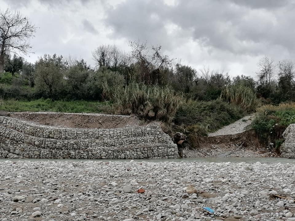 Προβληματίζει η καταστροφή τμήματος του αντιπλημμυρικού στην Ερμίτσα-Κινητοποιείται η Περιφέρεια