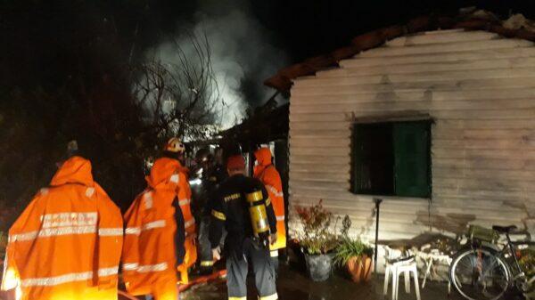 Μεσολόγγι: Όλα τα ενδεχόμενα ερευνά η Πυροσβεστική για την πυρκαγιά που κόστισε τη ζωή γυναίκας