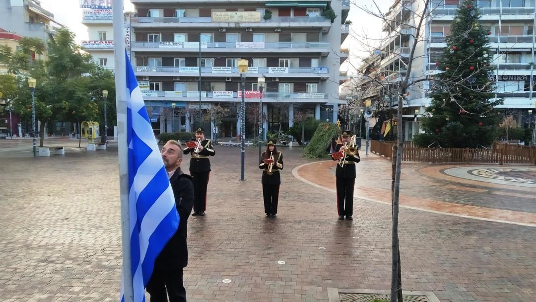 H έπαρση της σημαίας στο κέντρο του Αγρινίου (βίντεο)