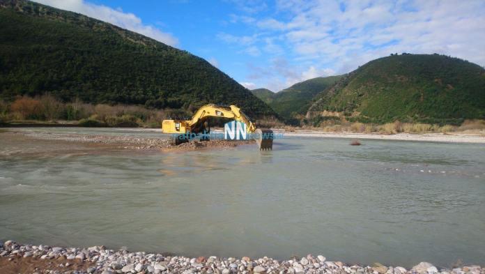 Τρίκορφο Ναυπακτίας: Εγκαταστάθηκε ο νέος εργολάβος στον Εύηνο – Tα ορμητικά νερά δεν επιτρέπουν εργασίες