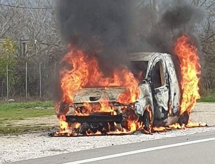 Παρανάλωμα του πυρός όχημα στην Κυψέλη