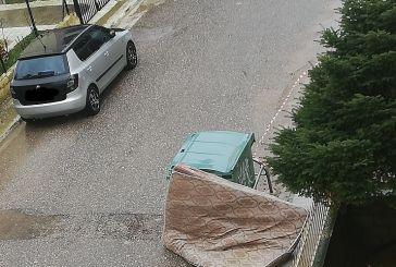 Αγρίνιο: το στρώμα στο δρόμο και η άναρχη εναπόθεση ογκωδών απορριμμάτων