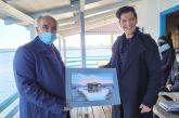 Με τον πίνακα μιας πελάδας καλωσόρισε τον Σάκη Ρουβά ο δήμαρχος Μεσολογγίου