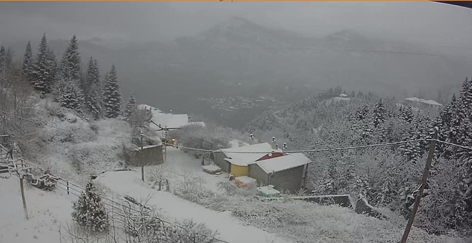 Ορεινή Ναυπακτία: Στα λευκά ξύπνησε η Άνω Χώρα