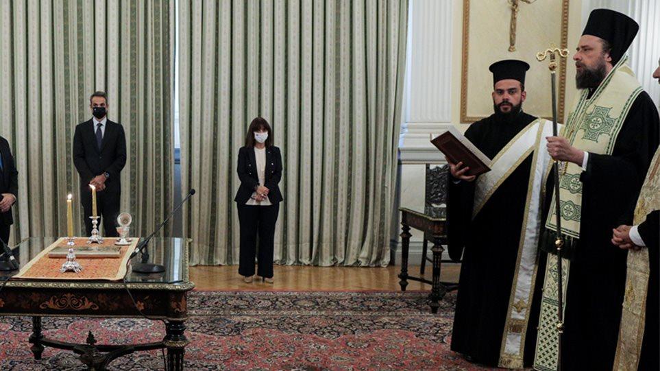 Ορκίστηκε η πρώτη ομάδα νέων μελών της κυβέρνησης με Σπήλιο Λιβανό
