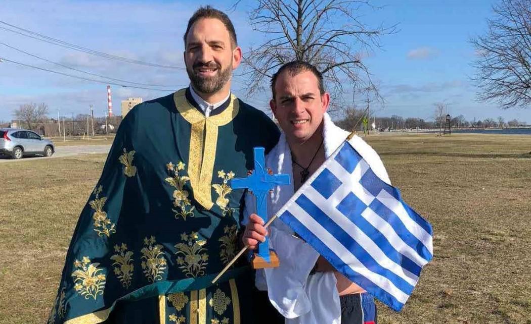 Ο Πατρινός αστυνομικός που βούτηξε στον Ατλαντικό κι έπιασε τον σταυρό