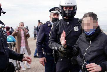 Θεοφάνεια Θεσσαλονίκη: Ένταση και προσαγωγές στον Λευκό Πύργο- Έριξαν το σταυρό στη θάλασσα