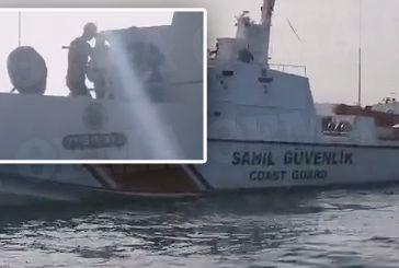 Ίμια: Δείτε βίντεο με τις προκλήσεις των Τούρκων στους Έλληνες ψαράδες και το Λιμενικό