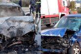 Σoκαριστικό τροχαίο στο Καινούργιο: όχημα «λαμπάδιασε» σε σφοδρή μετωπική- δύο άτομα στο Νοσοκομείο (φωτό-βίντεο)