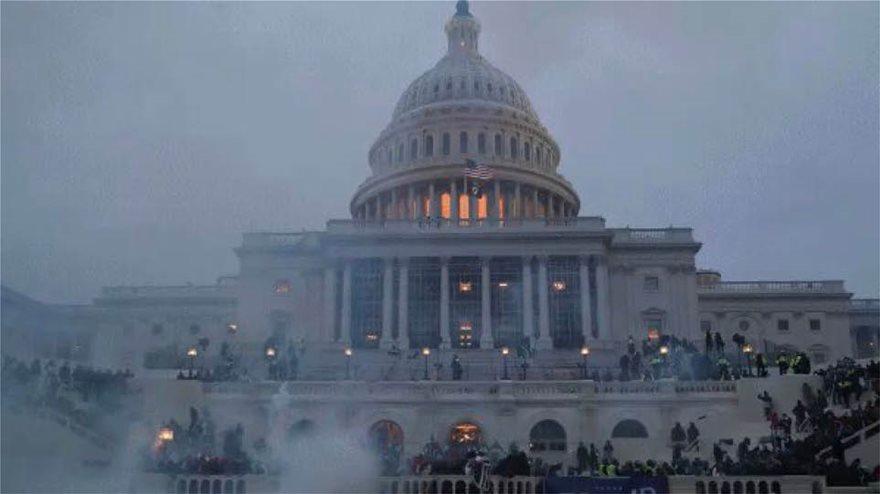 Εισβολή στο Καπιτώλιο – Χάος στις ΗΠΑ: Οι τέσσερις ώρες που συγκλόνισαν τον κόσμο
