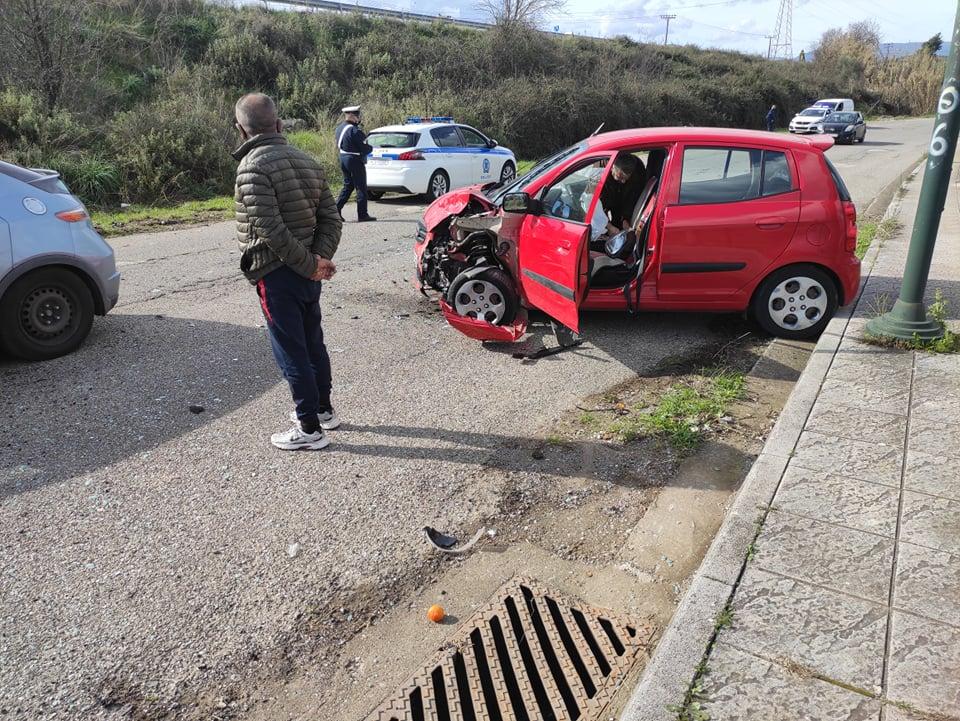 Σφοδρή σύγκρουση οχημάτων στα Τριαντέικα Αγρινίου (φωτο)