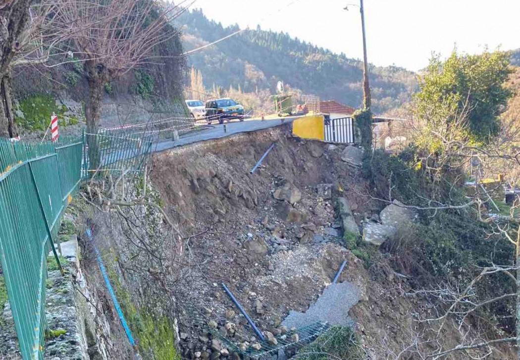 Αυτοψία μηχανικών και γεωλόγων της ΕΑΓΜΕ στις κατολισθήσεις σε Μακρυνεία και ορεινή Ναυπακτία (φωτό)