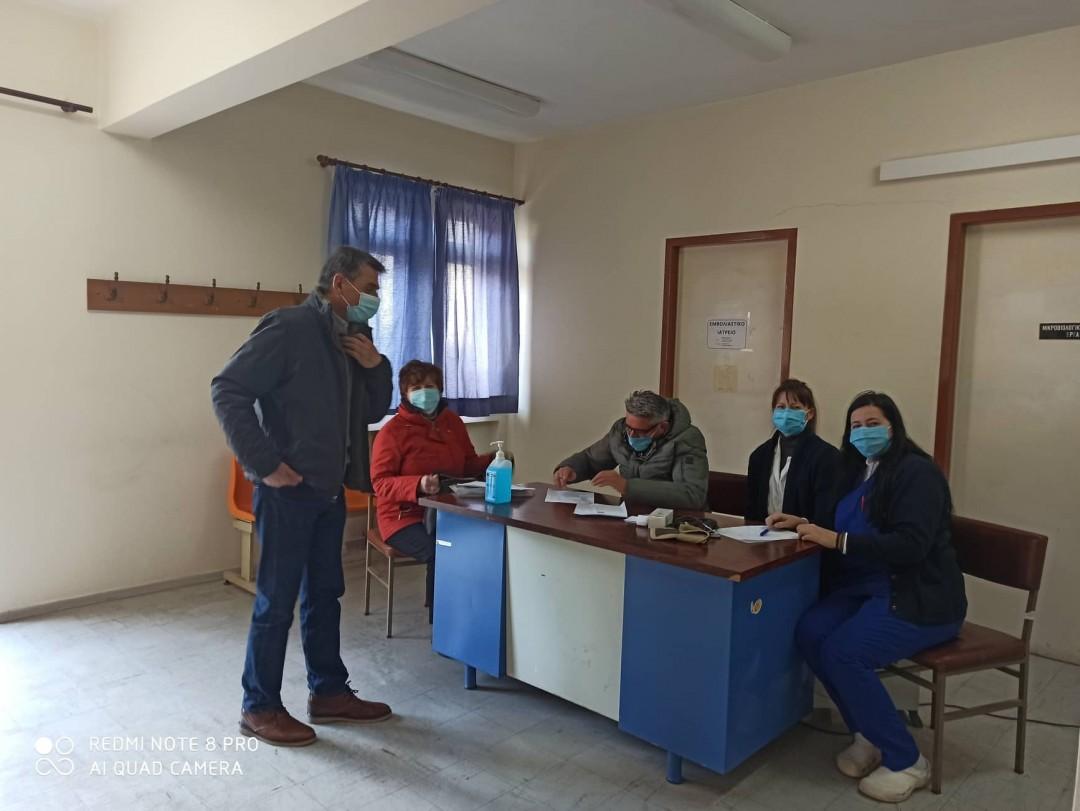 Κορωνοϊός: Ξεκίνησαν οι εμβολιασμοί στα Κέντρα Υγείας Θέρμου και Ναυπάκτου