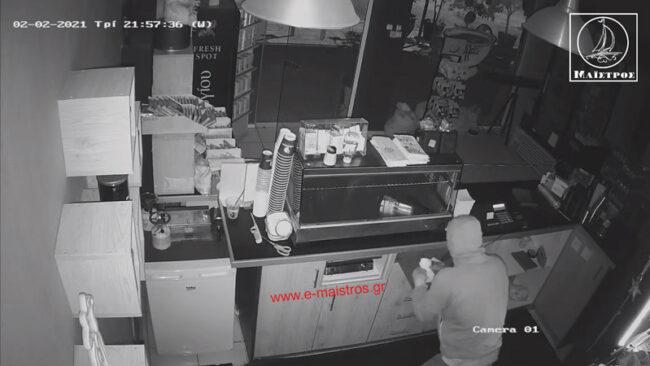 Αμφιλοχία: η κάμερα «τσάκωσε» τους κλέφτες (βίντεο)