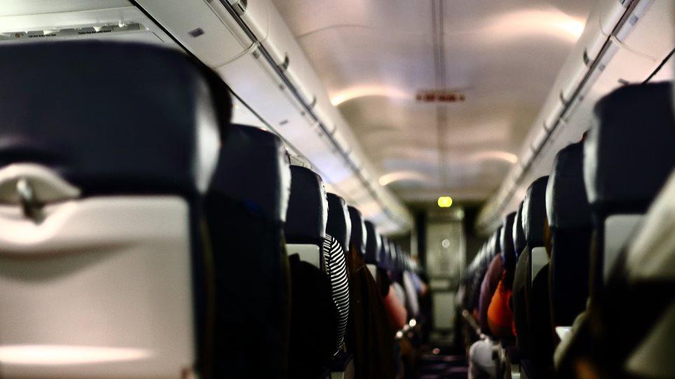 Συνελήφθη Κρητικός γυναικολόγος που έκοβε με μαχαίρι ζώνες ασφαλείας αεροπλάνων- Ο απίστευτος λόγος