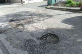 Αγρίνιο: Με… κρατήρες τμήμα του οδοστρώματος στην οδό Σμύρνης