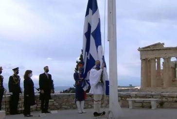 25η Μαρτίου: Εντυπωσιακές εικόνες από την έπαρση της σημαίας στην Ακρόπολη
