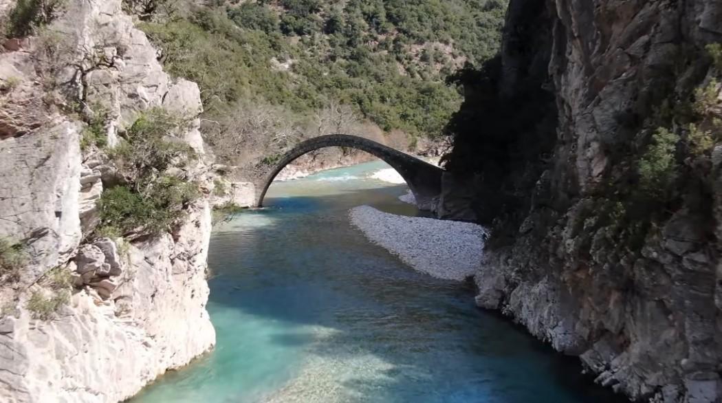 Βίντεο: Το πανέμορφο γεφύρι Αρτοτίβας