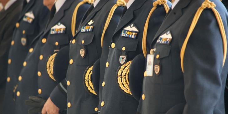 Κρίσεις στις Ένοπλες Δυνάμεις: Ποιοι ανώτατοι αξιωματικοί διατηρούνται στις θέσεις τους και ποιοι αποστρατεύονται