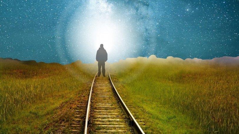 Η πιο τρελή θεωρία για τη μετά θάνατον ζωή: «Και αν το φως είναι του νοσοκομείου…»