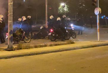 Σοβαρά επεισόδια με πέτρες, χημικά και μολότοφ στη Νέα Σμύρνη, τραυματίας αστυνομικός