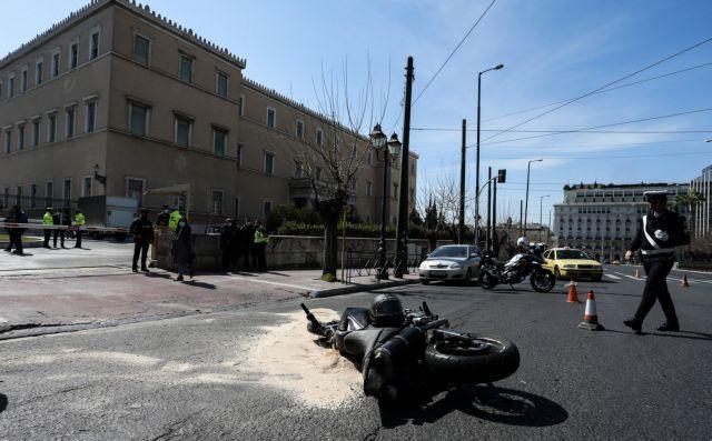 Τροχαίο στη Βουλή: Βίντεο από τη σύγκρουση – Το ταξί που σταμάτησε και ο 23χρονος Ιάσονας που δεν πρόλαβε