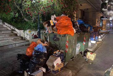 Aγρίνιο: Νυχτερινός λόφος σκουπιδιών κοντά στην Μητρόπολη