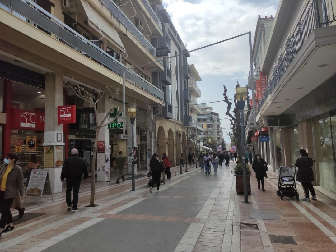 Υποτονική επανεκκίνηση της αγοράς στο Αγρίνιο (φωτό)