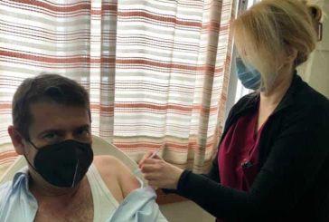 Εμβολιασμοί στην Αμφιλοχία: ικανοποιητική προσέλευση στο Κέντρο Υγείας, ήρθε και η σειρά του δημάρχου