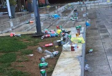 Σκουπιδότοπο στην πλατεία Δημάδη αντίκρυσαν οι εργαζόμενοι στην καθαριότητα