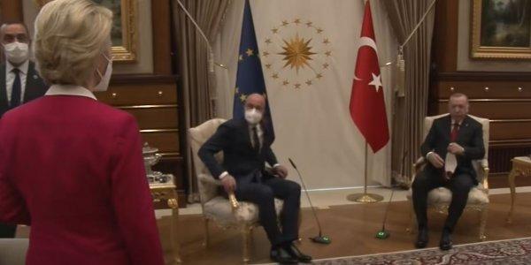 Τουρκία: Ο Ερντογάν κάθεται σε πολυθρόνα και αφήνει όρθια την Ούρσουλα φον ντερ Λάιεν