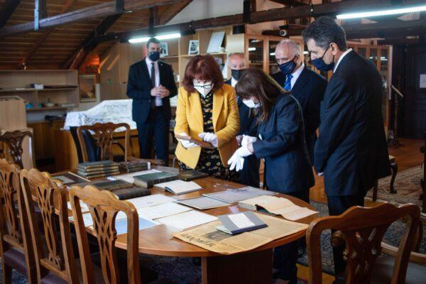 Σακελλαροπούλου: «Σπουδαία η δουλειά της Βυρωνικής Εταιρείας Μεσολογγίου για τη διατήρηση της ιστορικής μνήμης»