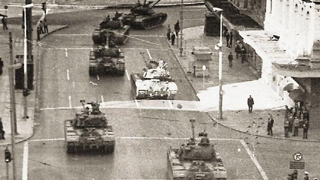 Το ΚΚΕ αποτίει φόρο τιμής σε όλους όσους συνέβαλαν με κάθε μορφή στην ανάπτυξη της αντιδικτατορικής πάλης