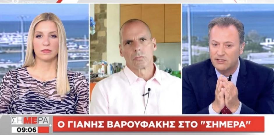 Παρεξηγήθηκε ο Βαρουφάκης με τηλεθεατή που τον επέκρινε γιατί βγαίνει μέσω skype από την κουζίνα του