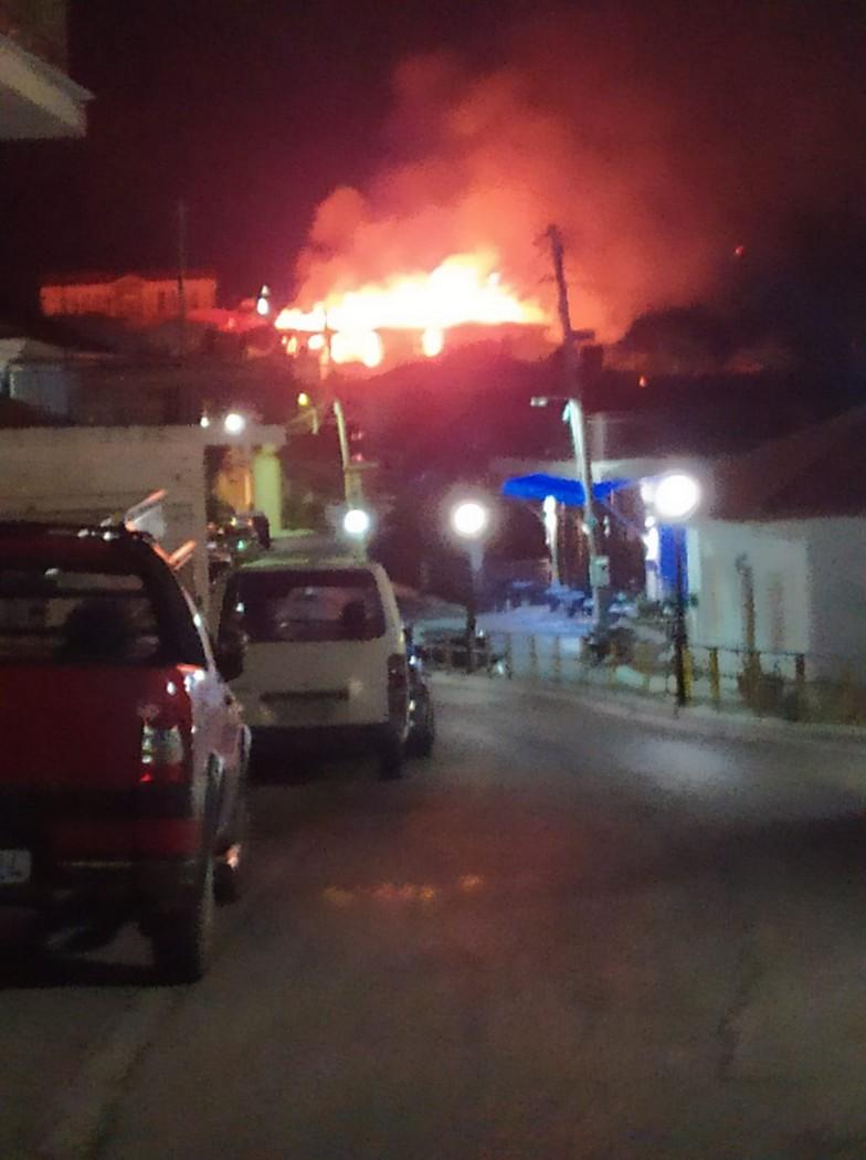 Σταμνά: καταστροφές σε τέσσερα σπίτια από τη χθεσινή φωτιά