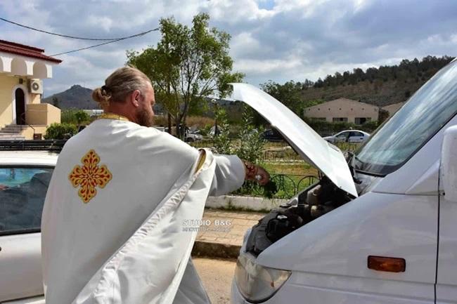 Άγιος Χριστόφορος: Με αγιασμό των αυτοκινήτων γιόρτασαν στο Ναύπλιο τον προστάτη των οδηγών [βίντεο]