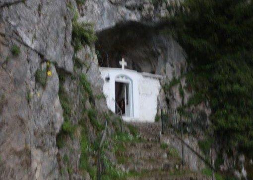 Λειτουργία στη σπηλιά του Αγίου Ανδρέα του Ερημίτη