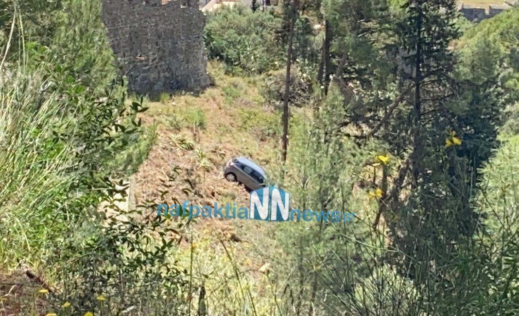 Αυτοκίνητο έπεσε στο κενό στο Κάστρο της Ναυπάκτου