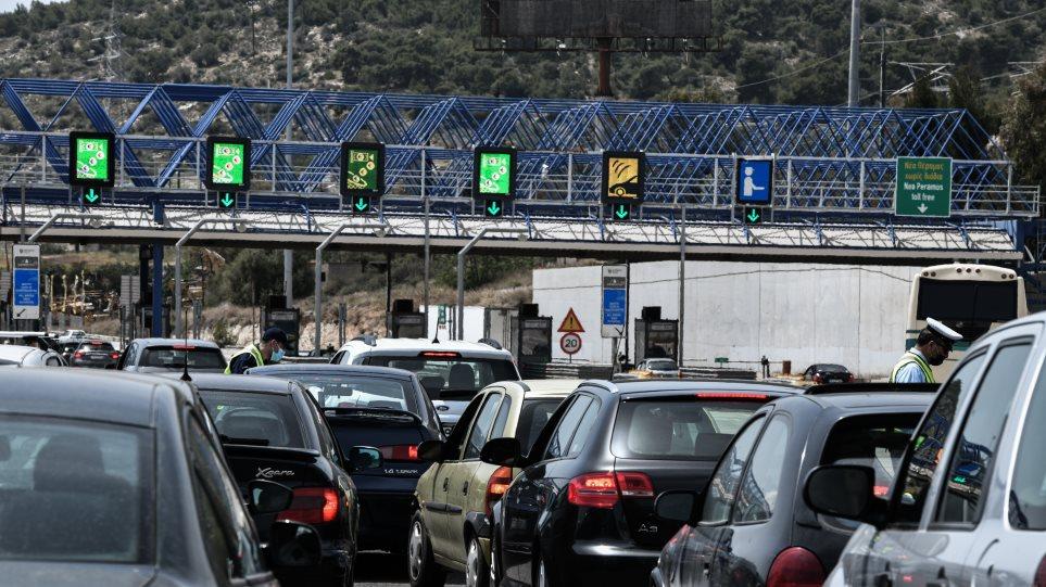 «Άδειασε» η Αθήνα το Σαββατοκύριακο: Πάνω από 60.000 οχήματα πέρασαν από τα διόδια