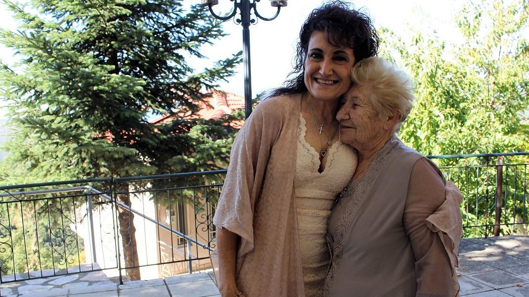 Συγκλονιστική ιστορία: Υιοθετήθηκε παράνομα πριν 60 χρόνια, έζησε στην Αμερική, βρήκε τη μητέρα της στην ορεινή Ναυπακτία