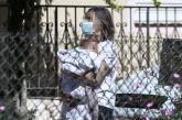 Συγκλονισμένοι οι αστυνομικοί στα Γλυκά Νερά: Το παιδί σκουντούσε τη νεκρή μητέρα για να ξυπνήσει