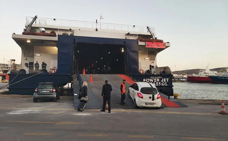 Μικρή η κίνηση στο λιμάνι του Πειραιά – Αύξηση πληρότητας των πλοίων ανακοίνωσε ο Πλακιωτάκης