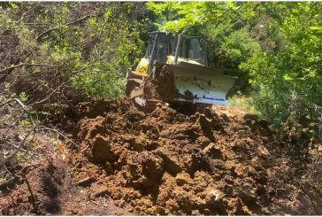 Συνεργεία της Περιφέρειας συνδράμουν την αποκατάσταση των οδικών προσβάσεων στον Αράκυνθο