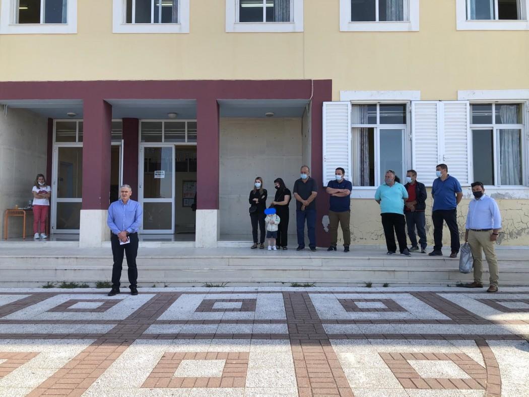 Δωρεά αθλητικού υλικού στο 3ο Δημοτικό Σχολείο Νεάπολης στη μνήμη του Τάκη Νάκου