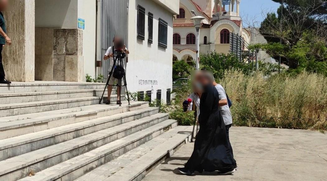 Αγρίνιο: Στον Εισαγγελέα ο ιερέας που συνελήφθη για πορνογραφία και βιασμό- έλαβε προθεσμία για να απολογηθεί