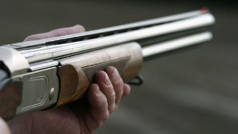 Παρολίγον τραγωδία στη Μακρυνεία: Πυροβόλησε άσκοπα και τραυμάτισε ελαφρά ανήλικο