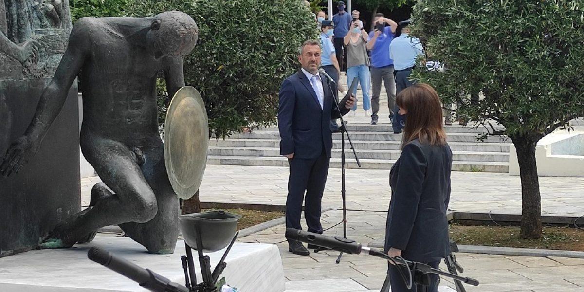 Αγρίνιο-11η Ιουνίου: Απέτισε φόρο τιμής στους Ήρωες η Πρόεδρος της Δημοκρατίας (φωτό)