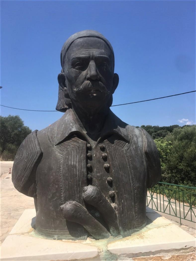Ο Δήμος Τσέλιος έχει άγαλμα και σπίτι στο Μεγανήσι Λευκάδας. Στο Αγρίνιο;