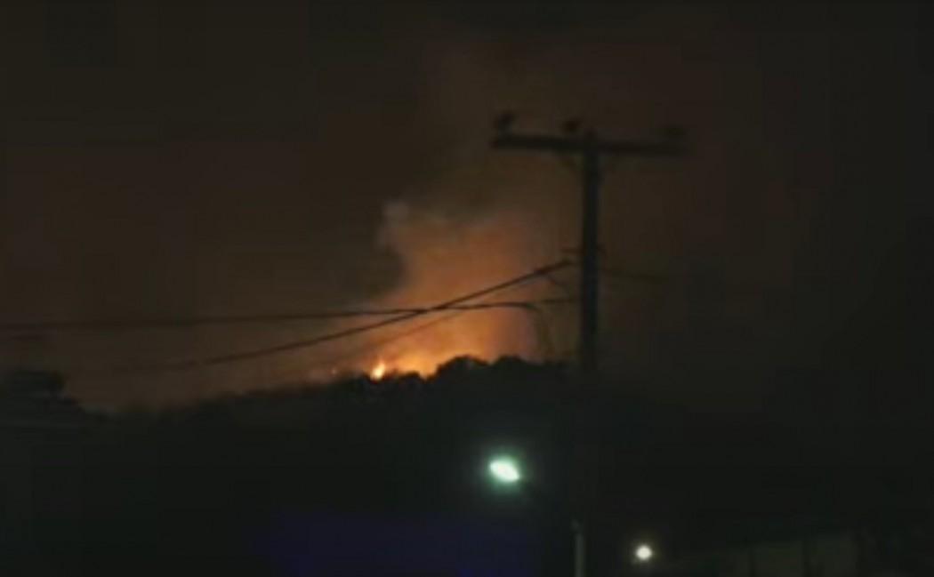 Μάχη με φωτιά που κατακαίει δασική έκταση στο Δρύμο – Εκκενώθηκαν σπίτια – (Βίντεο)